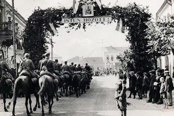 Vítanie maďarských vojsk 8. novembra 1938.