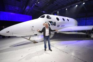 Richard Branson ukázal nový raketoplán z flotily SpaceShipTwo.