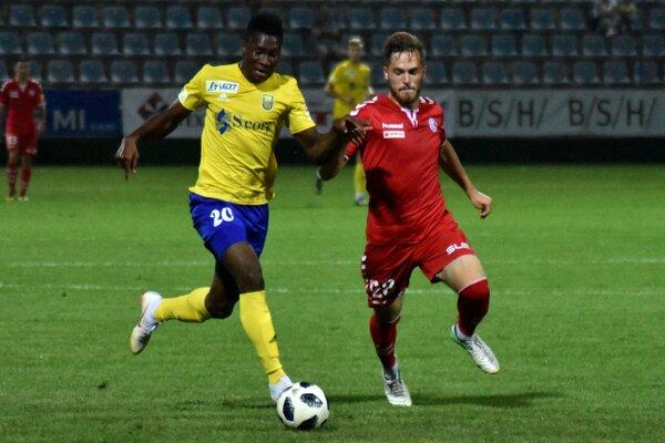 Víťazný gól v Senici zaznamenal striedajúci Sadam Sulley (vľavo).