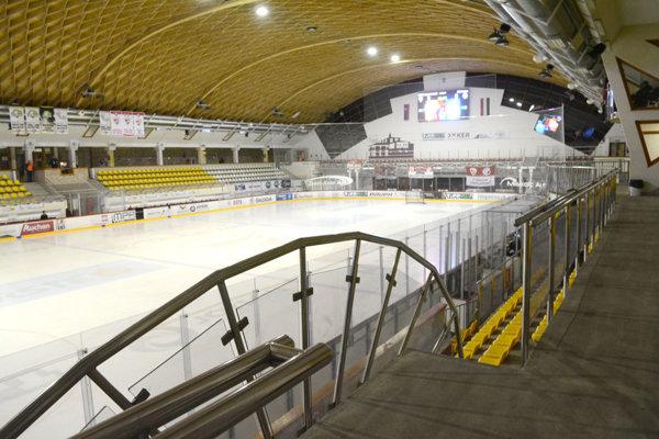 Hokejová aréna v Miškovci. Pred sezónou pridali 500 miest pre divákov.