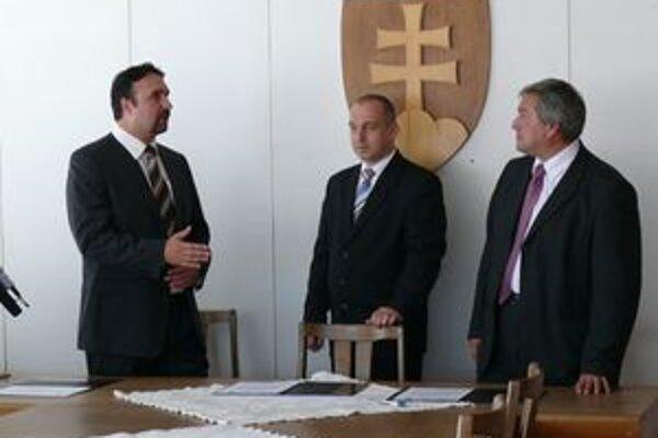 Lídri troch koaličných strán.