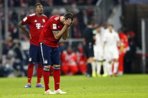 Javi Martinez a jeho reakcia počas zápasu s Düsseldorfom.