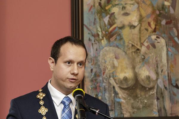 Novozvolený starosta mestskej časti Devínska Nová Ves Dárius Krajčír.