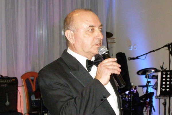 Viliam Ondrejka nedávno otváral jubilejný dvadsiaty športový ples ViOnu.