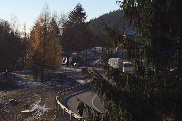 Náklad stratil kamión za jednou zo zákrut, kde k problémom dochádza pomerne často.