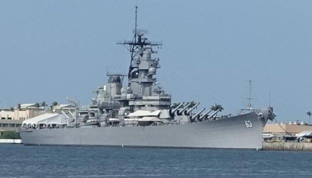 Bojová loď USS Missouri v historickom Pearl Harbor