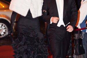 8. január 2011. Miroslav Lajčák s manželkou Jarmilou Lajčákovou Hargašovou  prichádzajú na Ples v opere.