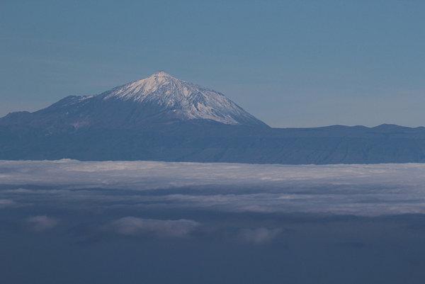 Najvyšší vrch ma Gran Canari Pico del Teide je pokrytý senhom.