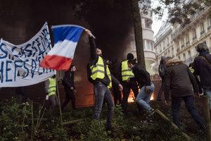 Demonštranti v žltých vestách.