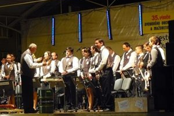 Na záver koncertu zožali členovia orchestra veľký aplauz.