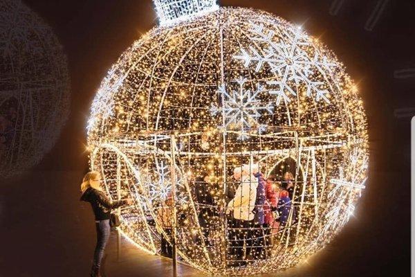 Do vianočnej gule budete môcť aj vstúpiť a odfotiť sa.