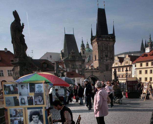 Karlov most a Pražský hrad sú najobľúbenejšie turistické miesta v Prahe.