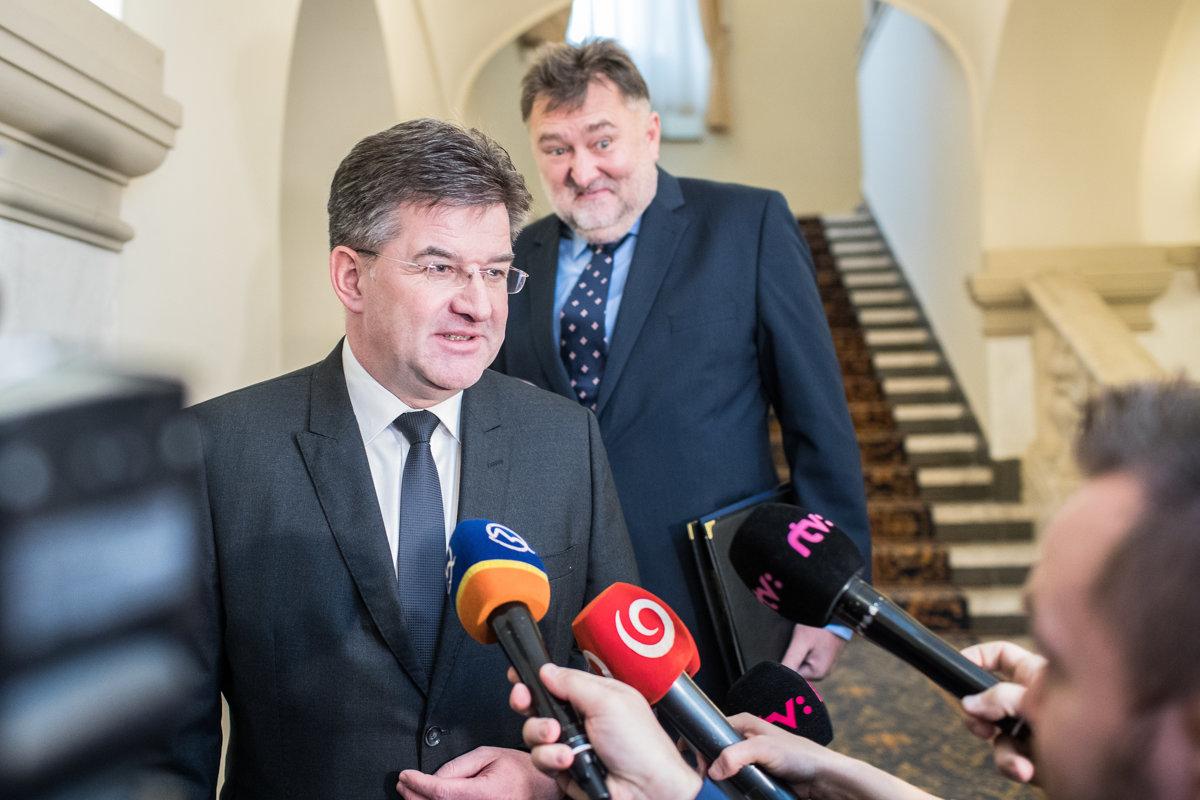 ONLINE: Lajčák podal demisiu, Kiska rozhodne (VIDEO) - domov.sme.sk