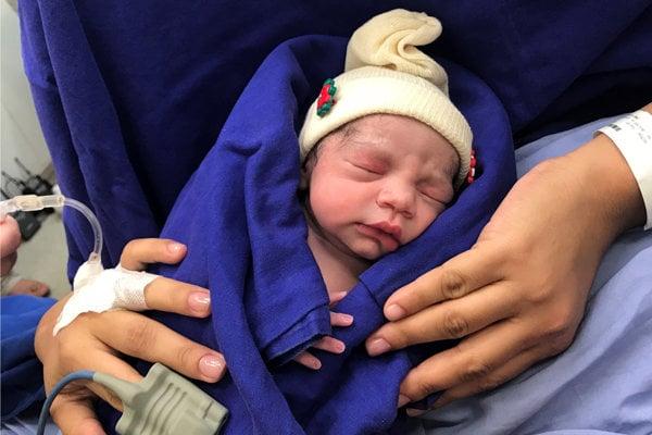 Prvé dieťa, ktoré sa narodilo vďaka maternici transplantovanej po zosnulej darkyni.