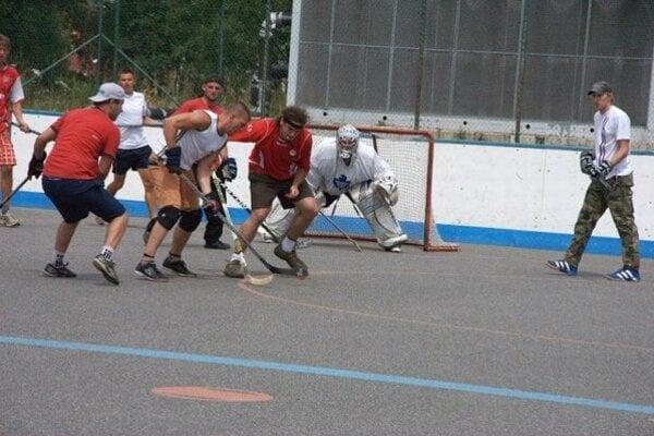 Už po piatykrát sa tí, ktorí fandia mikulášskemu hokeju, stretnú na Fans cupe, aby si zmerali sily na tradičnom hokejbalovom turnaji.