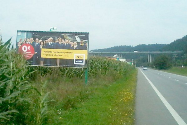 Reklama pri ceste I. triedy č. 18. medzi obcou Podtureň a Liptovským Hrádkom.