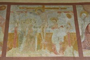 Na snímke fresky na stenách v rímskokatolíckom Kostole sv. Filipa a Jakuba