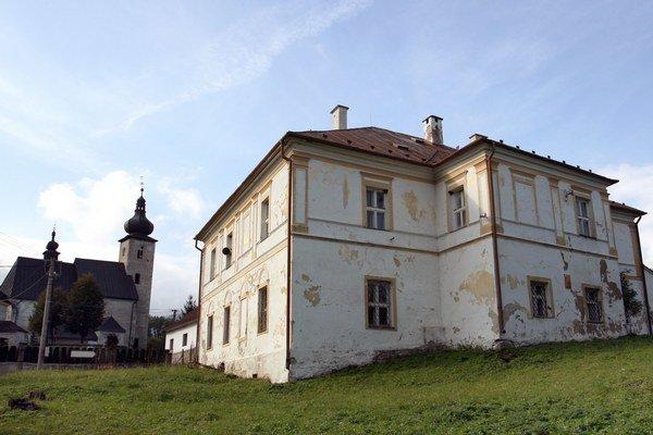 Kaštieľ stojí na Ulici Jána Čajaka. Opravia ho s tým, že zachovajú pôvodný vzhľad.