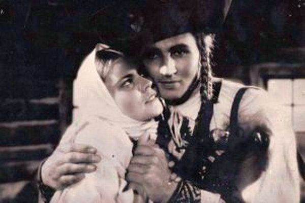 Zlata Hajdúková s Paľom Bielikom vo filme Jánošík.