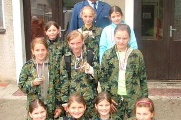 Dievčatá z DHZ Horný Moštenec.