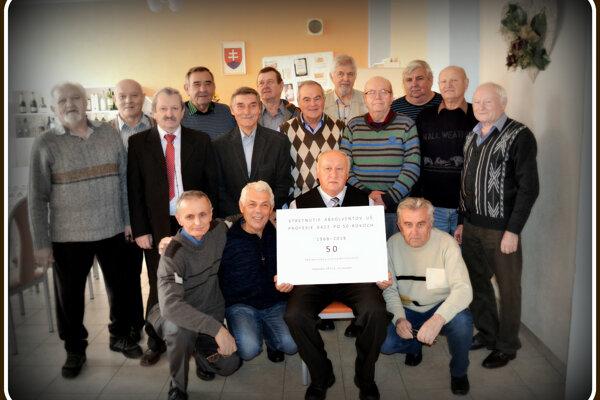 Neobyčajné stretnutie učňov bývalej Učňovskej školy po 50-rokoch vv Michalovciach. (ZDROJ: JK)