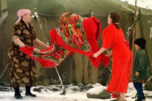 Čečenské ženy v utečeneckom tábore počas druhej vojny s Ruskom v roku 2000.