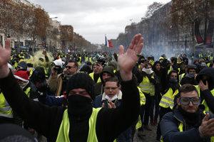 Žlté vesty v uliciach Paríža.