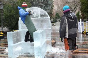 Ľadové sochy na Hlavnej ulici.