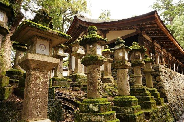 Bronzové lampióny, Kasuga