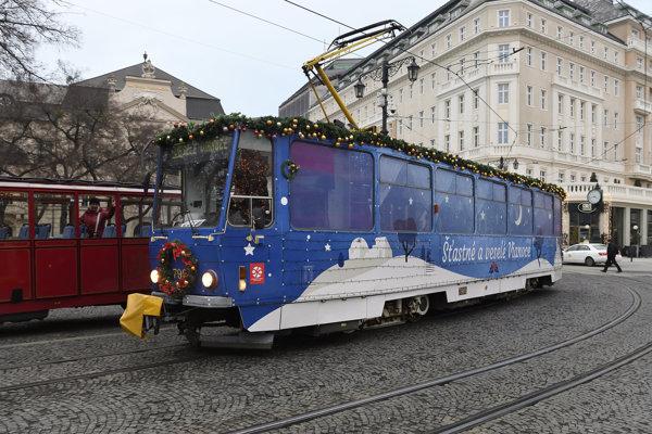 Vianočný model bratislavskej električky T6A5.