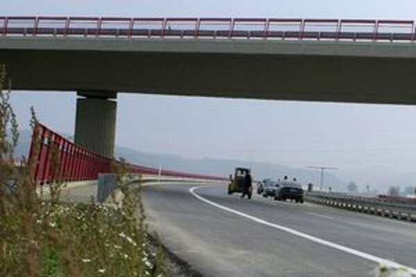 Diaľničný úsek od Beluše po Sverepec bude cez víkend uzavretý.