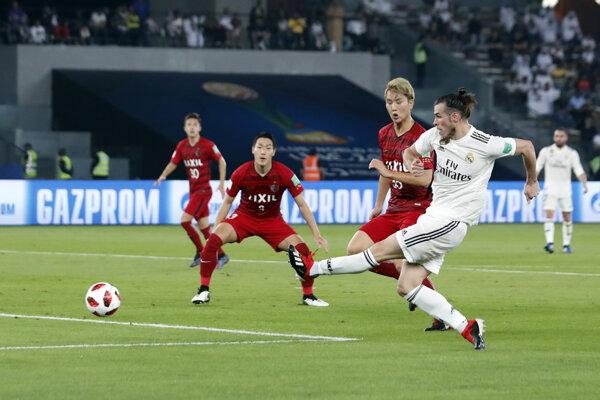 Gareth Bale strieľa úvodný gól v zápase proti Kašime Antlers.