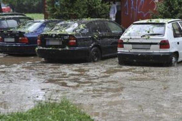 Prívalové dažde často končia povodňami. Ploštínu hrozí väčšie riziko povodní ako Vitálišovciam, preto najskôr budú riešiť protipovodňové opatrenia tam, Vitálišovce sa dostanú na rad neskôr.