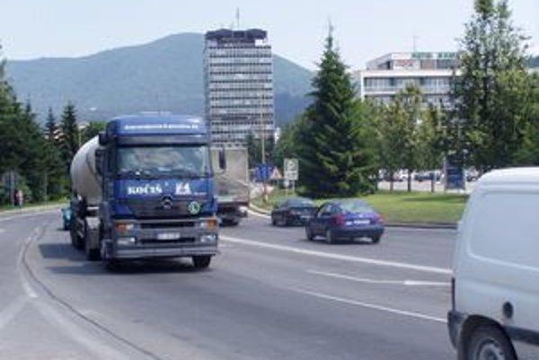Pred niekoľkými rokmi mali vodiči možnosť odbočiť z hlavnej cesty v smere zo Žiliny aj na Rajec.