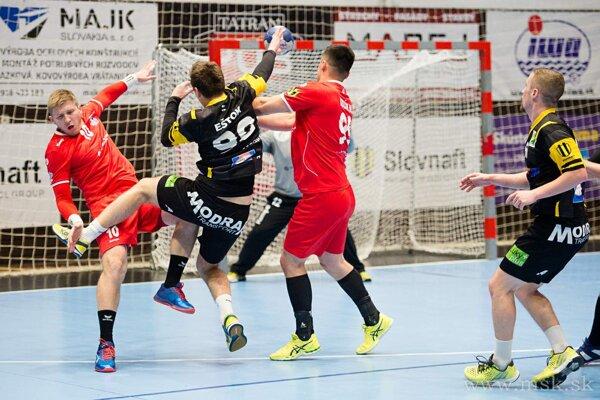 Pov. Bystrica (v červenom) nedala predposlednej Modre šancu.