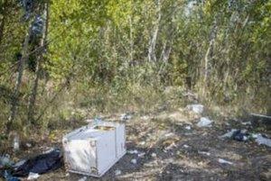 Odhadom je na divokej skládke asi 4-tisíc kubíkov odpadu.