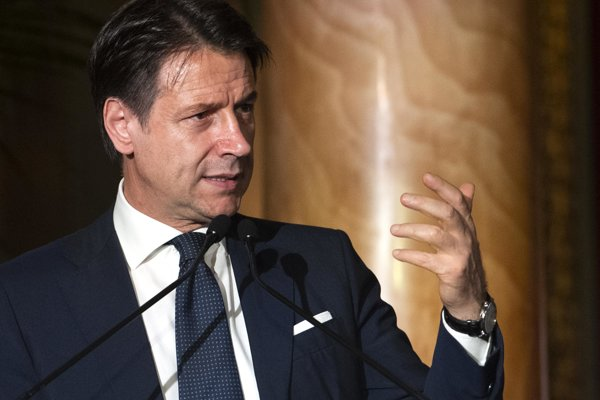 Taliansky premiér Giuseppe Conte podal demisiu.