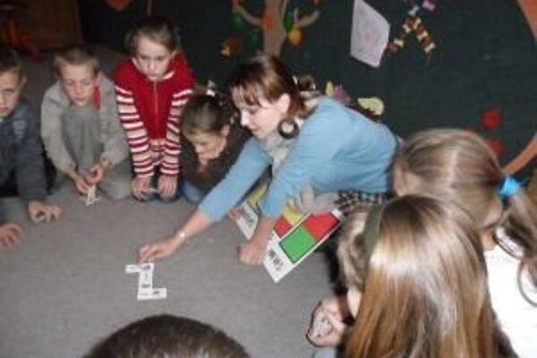 Pravidelné činnosti pri výučbe cudzieho jazyka sú pre deti zaujímavé, zábavné a netradičné.