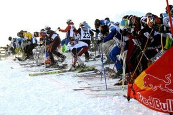 Na štart na Úboči pod Chopkom v nadmorskej výške 1843 m sa postavilo 300 najlepších zo sobotňajšej kvalifikácie.