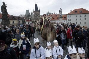 Príchod Troch mudrcov z Východu do Betlehema si pripomínajú sprievodom aj v Prahe. Podľa tradície sa Gašpar, Melichar a Baltazár prišli pokloniť Ježiškovi a priniesli mu dary - zlato, kadidlo a myrhu