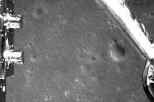 Záber povrchu Mesiaca zo sondy.