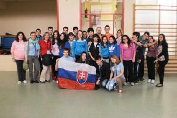 Stretnutie  v A Pobra de Caramiňal, na ktorom sa zúčastnilo aj Gymnázium sv. Andreja, bolo na medzinárodnej úrovni. Zúčastnili  sa ho učitelia  a žiaci z viacerých krajín.