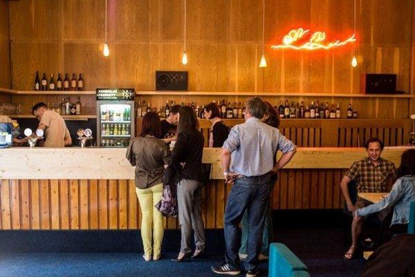 Bar v kine Úsmev.