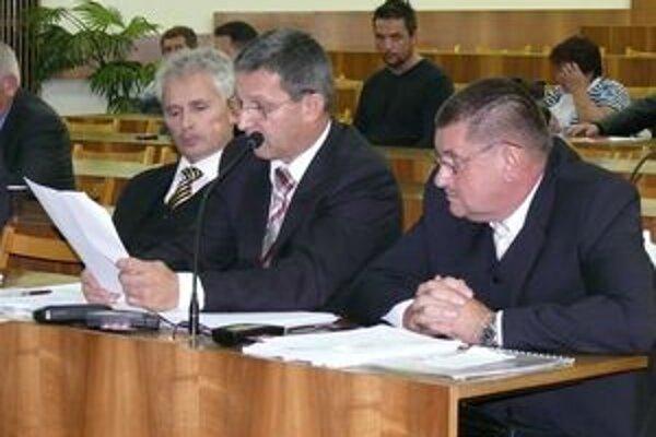 Zastupiteľstvo v Považskej Bystrici. Parlament si podľa poslancov nevybral vhodný čas na zmenu. ILUSTRAČNÉ FOTO