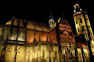 Dóm sv. Alžbety v čase, keď bol ešte osvetlený.