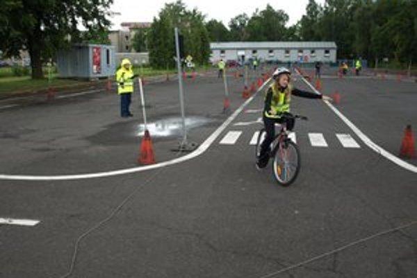 Súťaž sa skladala z troch častí: jazdy zručnosti, testu z pravidiel cestnej premávky a  jazdy podľa pravidiel.