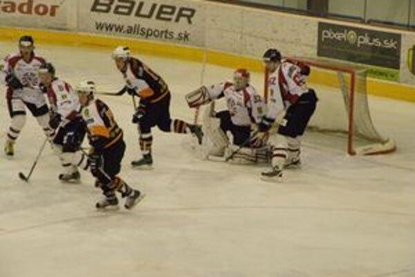 Hráči Slovenska 20 dali Banskej Bystrici mali veľké problémy prekonať obrana a brankára Banskej Bystrice.