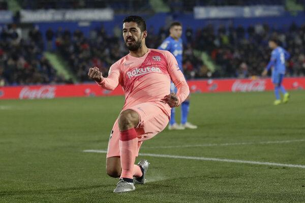Luis Suárez sa teší z gólu do siete Getafe.