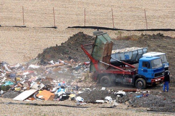 Papierne plánujú skládku rozšíriť, aby sa tu mohol ukladať odpad až do objemu 1,5 milióna metrov kubických.