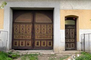 Časť Babinej je pamiatkovou zónou a ukážkou dávnej ľudovej architektúry. Zachovali sa tu hospodárske budovy a typické kamenné brány, ktoré sa stavali pri vstupe do domov.